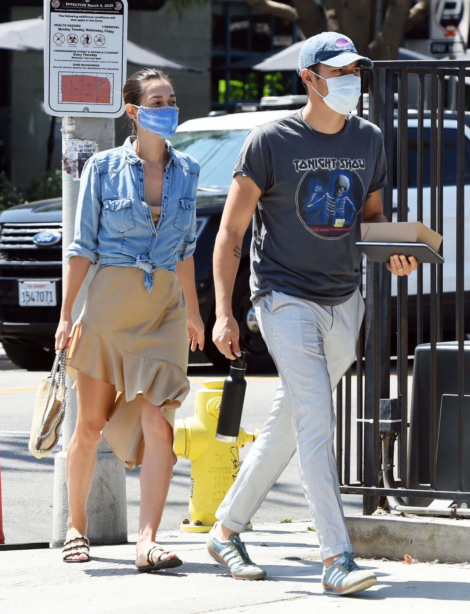 Henry Golding and Liv Lo Head Out to Grab Lunch in Los Angeles.