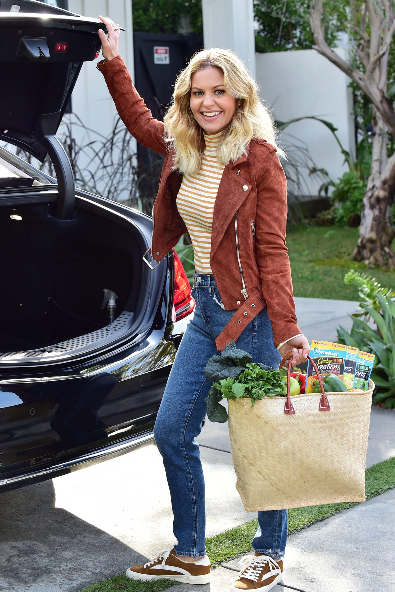 Candace Cameron Bure Returns Home From a Grocery Run
