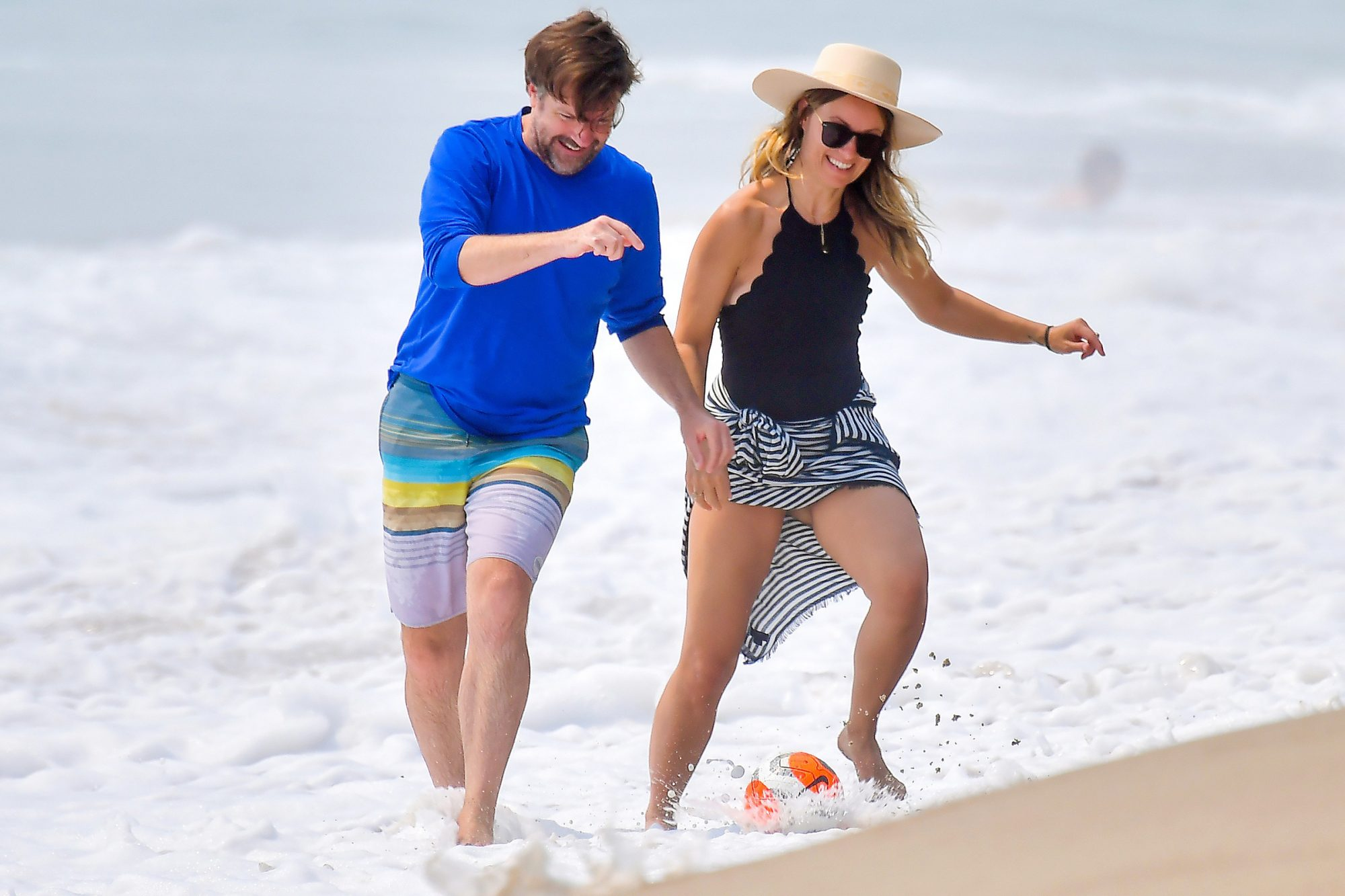 Olivia Wilde and her Husband Jason Sudeikis are all smiles as they spend some time together on the beach in Malibu