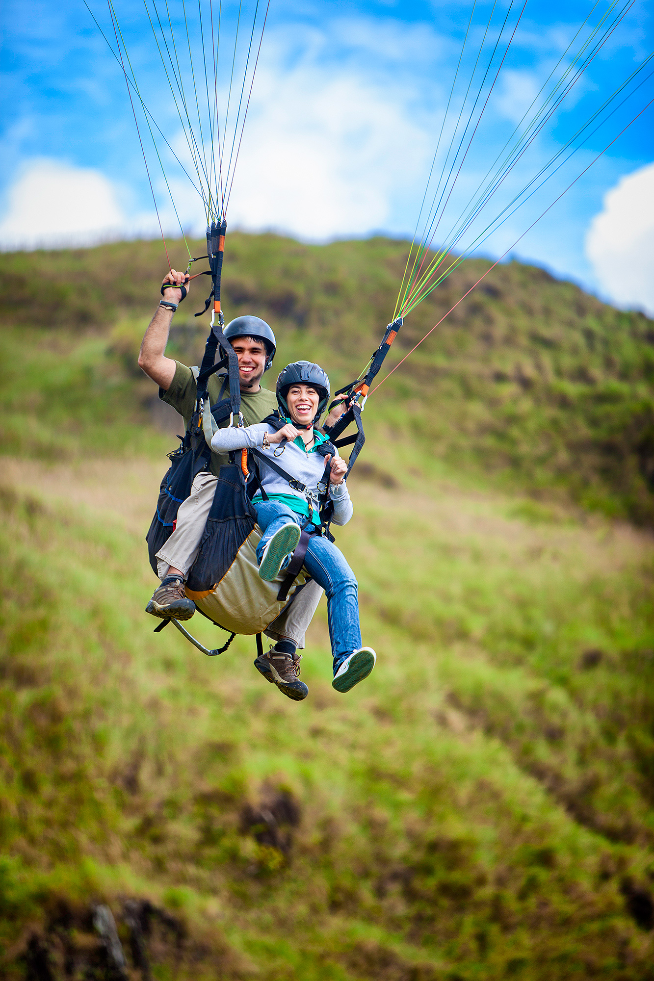 couple paragliding