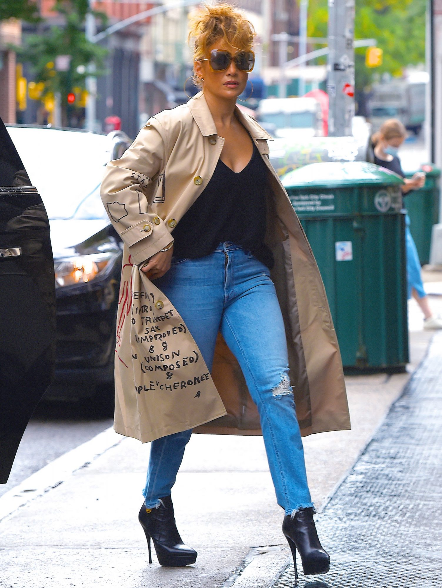 NEW YORK, NY - SEPTEMBER 29: Jennifer Lopez is seen in Manhattan on September 29, 2020 in New York City