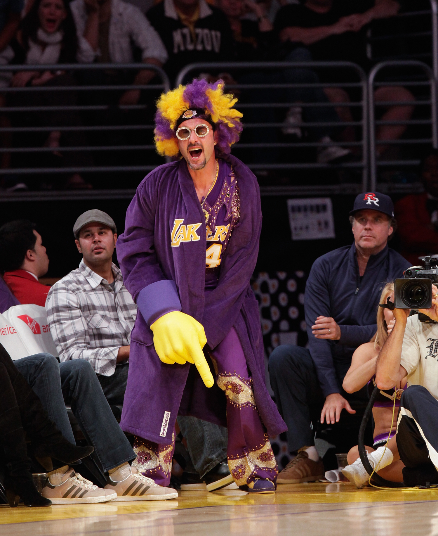 David Arquette (L) and Will Ferrell attend a game between the Phoenix Suns and the Los Angeles Lakers