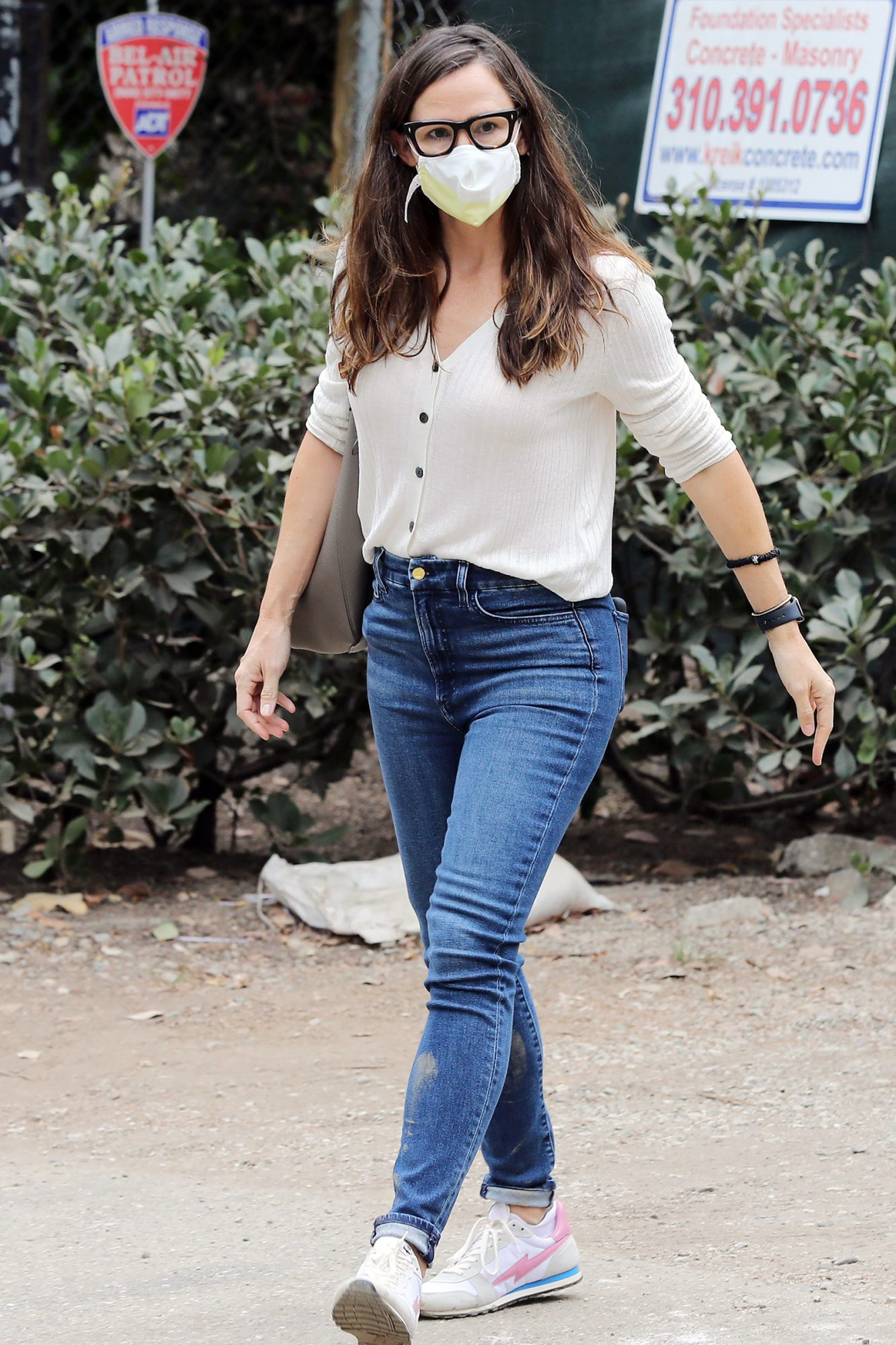 Jennifer Garner seen leaving the construction of her new home in Brentwood Jennifer Garner out and about, Los Angeles, USA - 22 Oct 2020