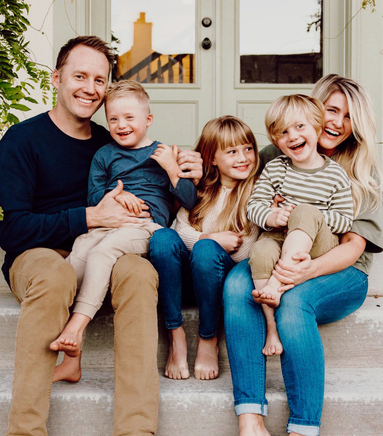 Oakley Peterson (R) and family