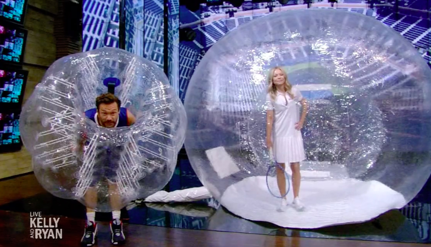 Kelly Ripa and Ryan Seacrest in halloween costumes