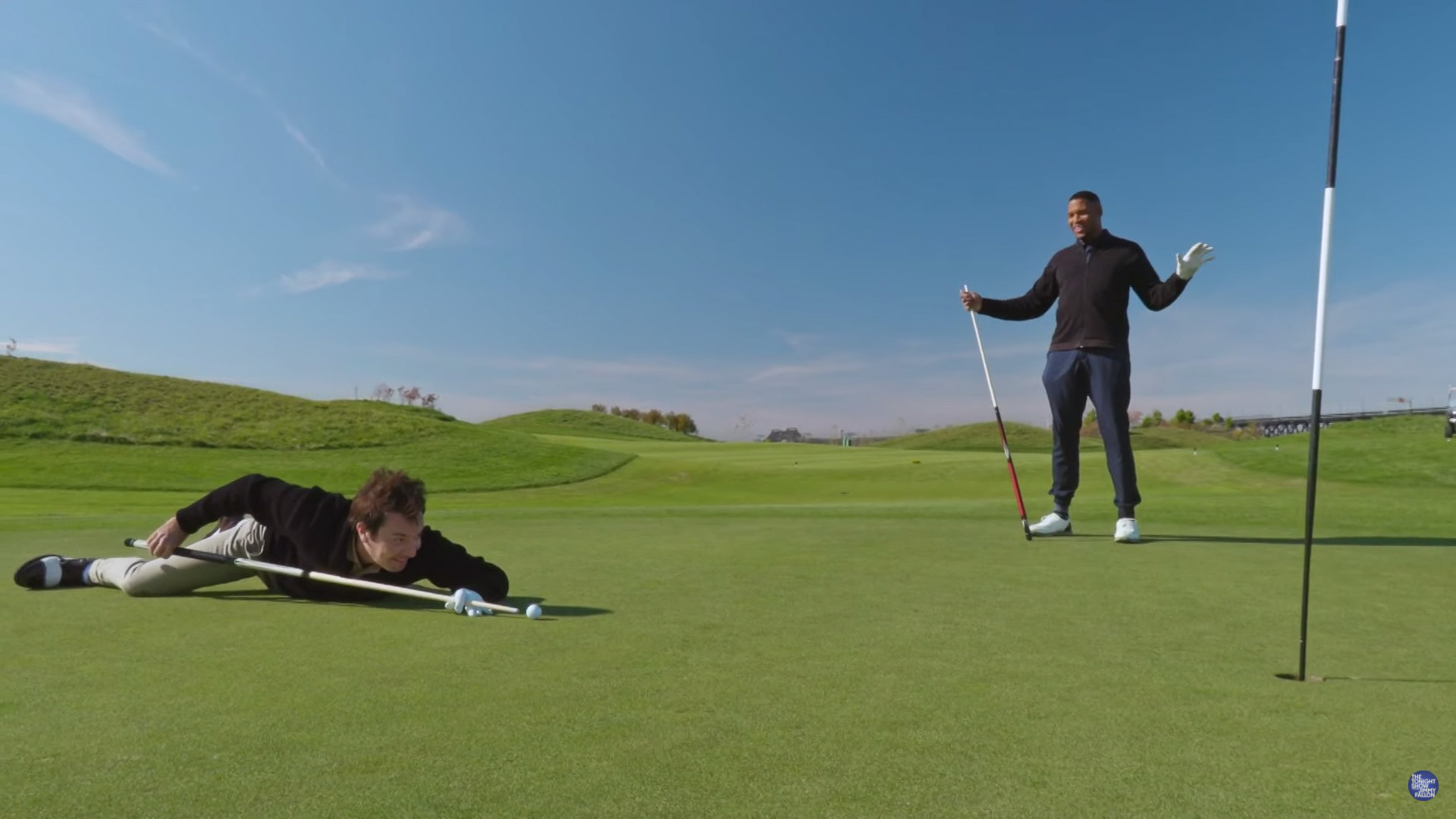 """Jimmy Fallon and Michael Strahan Play Golf During """"Tonight Show"""" Interview"""