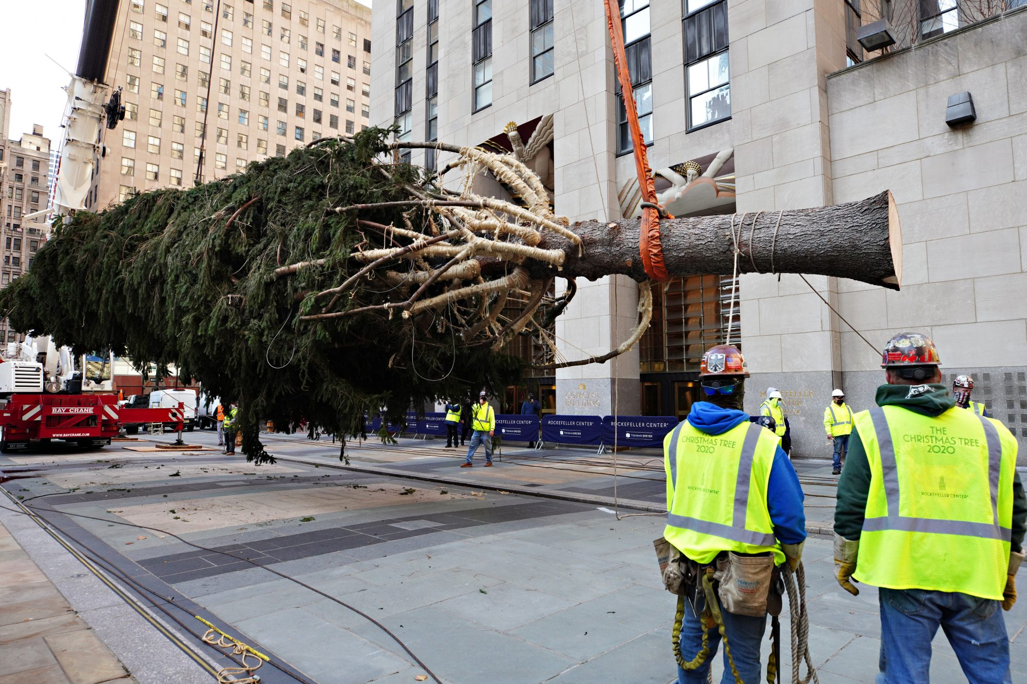 the 2020 rockefeller center christmas arrives in new york city people com the 2020 rockefeller center christmas