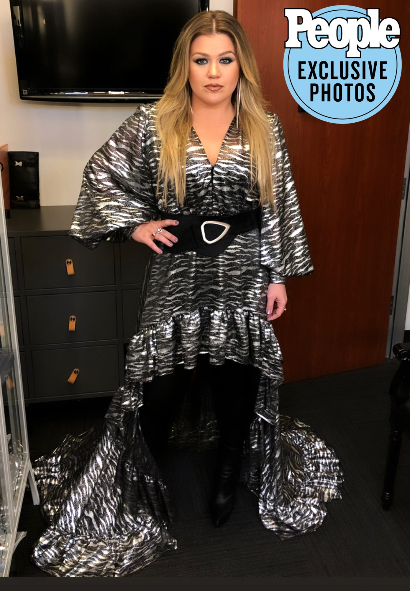 Kelly Clarkson Behind The Scenes hair gallery