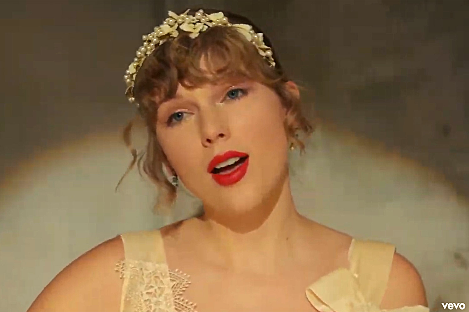 Taylor Swift Releases New Willow Music Video People Com