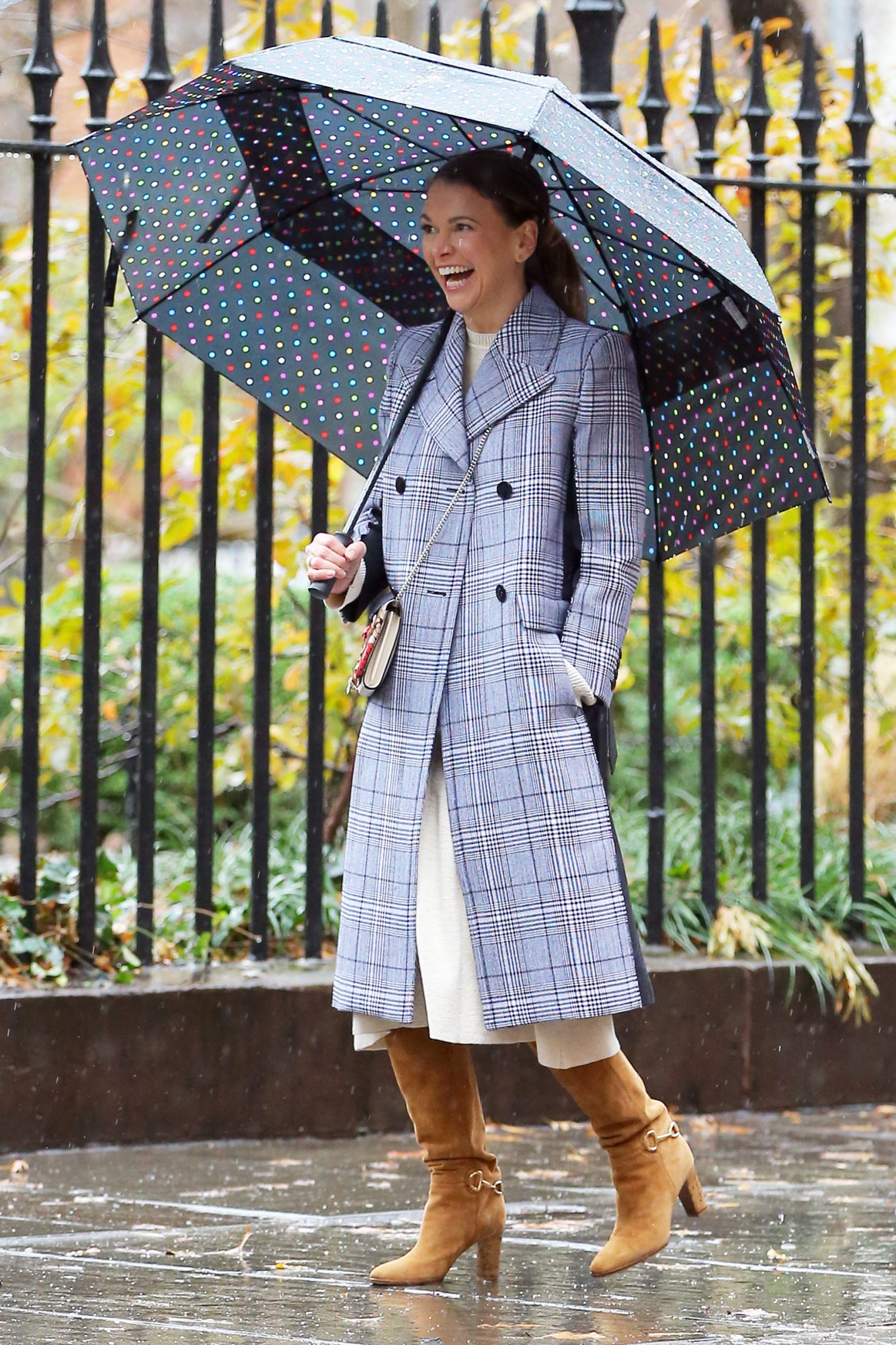 Sutton Foster And Peter Hermann Film 'Younger' Near Gramercy Park In The Rain In New York City