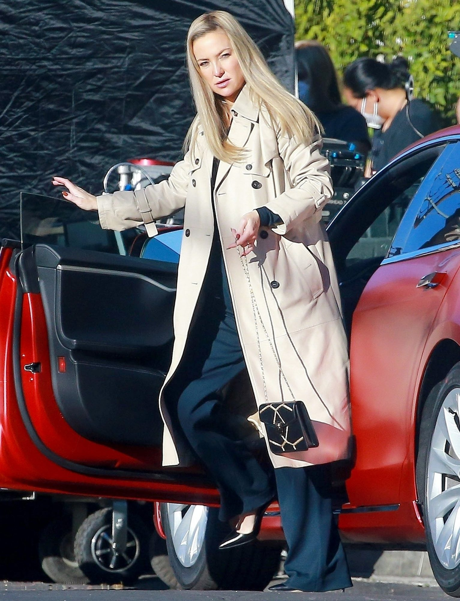 Kate Hudson continues filming scenes for 'Truth Be Told' in LA