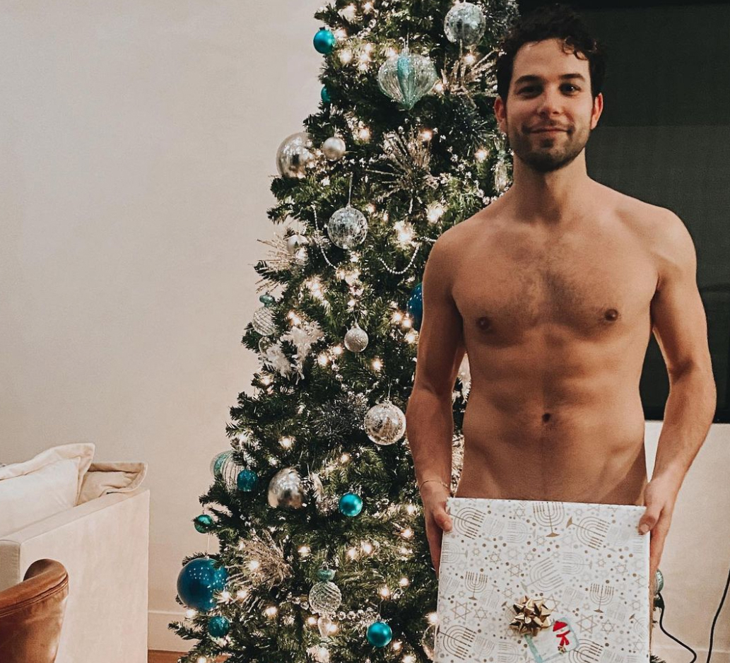 Skylar Astin and comments