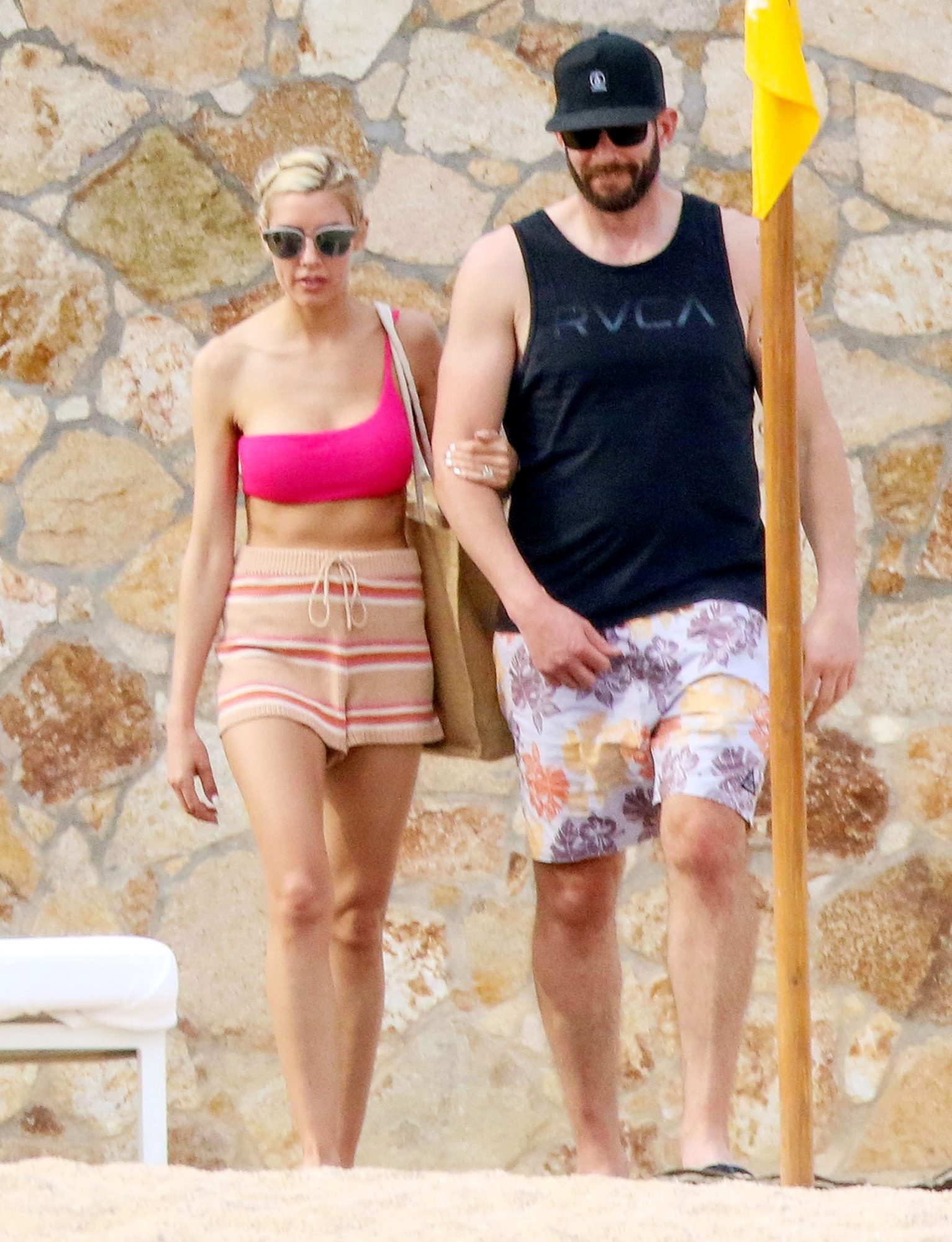 Flip Or Flop Star Tarek El Moussa And His Fiancee Heather Rae Young Hit The Beach As Romantic Trip To Mexico Continues