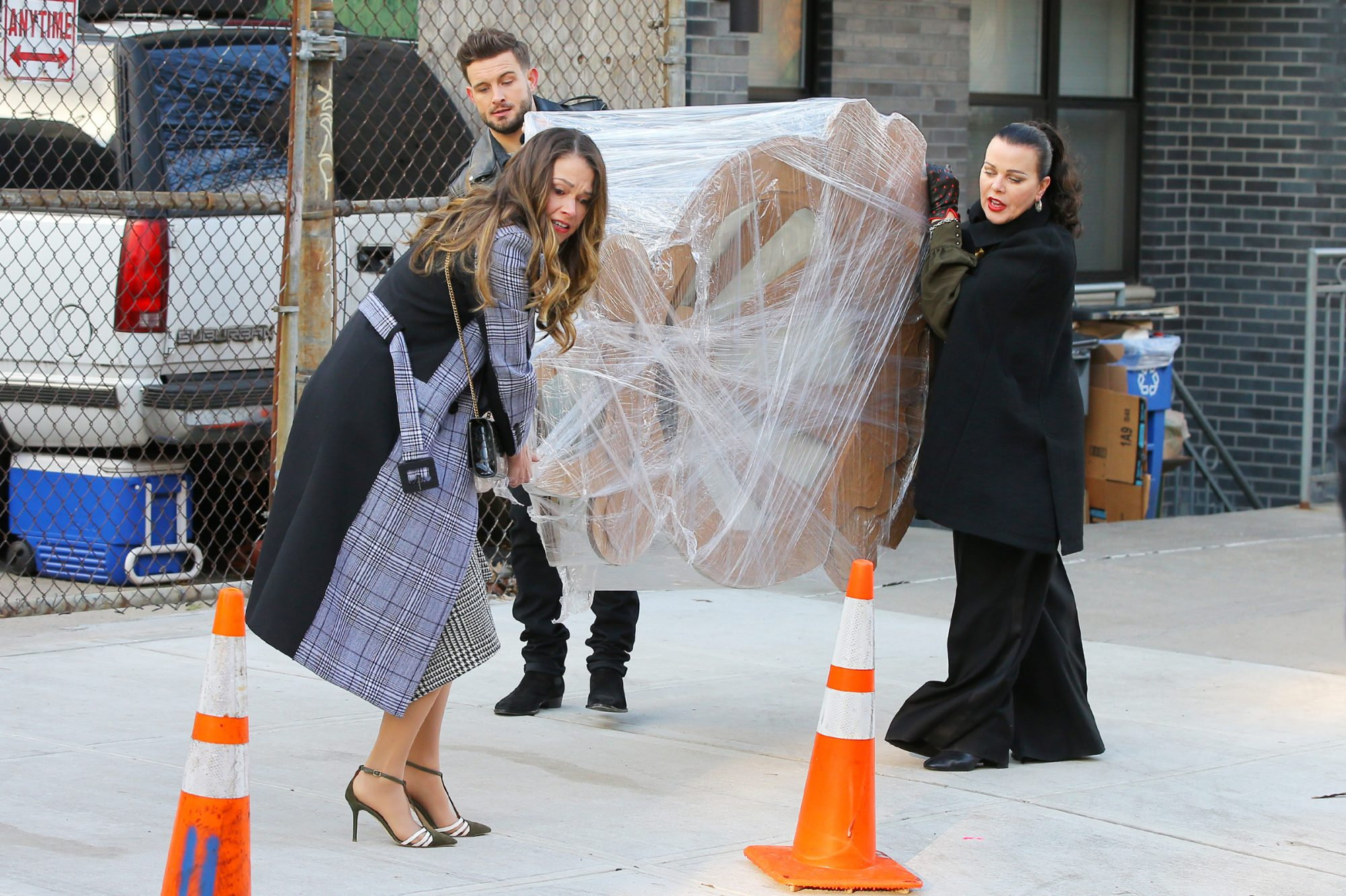Sutton Foster, Debi Mazar and Nic Tortorella struggle to carry a giant work of art and nearly drop it filming 'Younger' in New York City