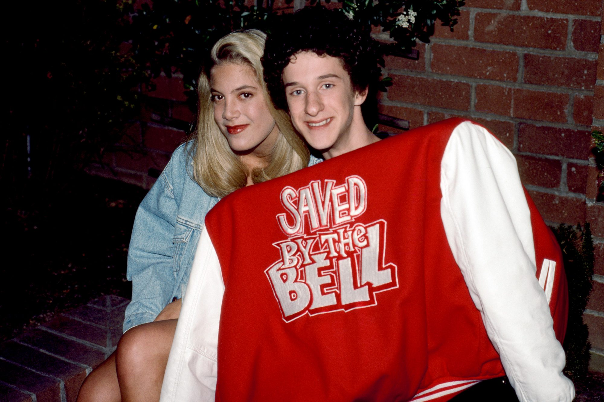 SAVED BY THE BELL -- Pictured: (l-r) Tori Spelling as Violet Anne Bickerstaff, Dustin Diamond as Screech Powers