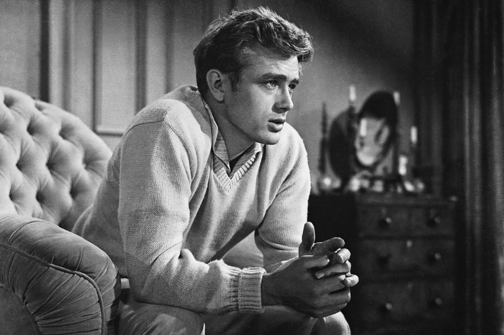 James Dean (1931 - 1955) plays the angst-ridden Cal Trask in 'East of Eden', directed by Elia Kazan and based on the novel by John Stein