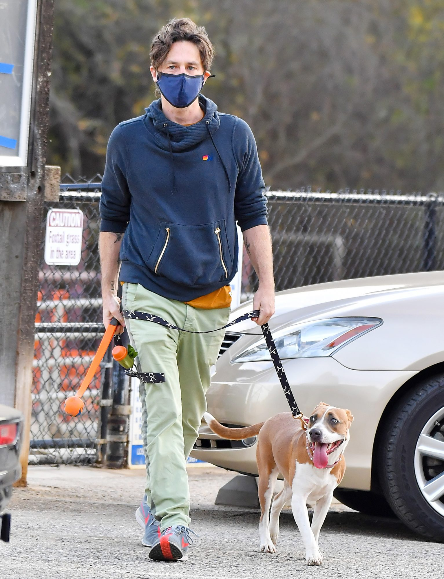 Zach Braff Takes His Very Excited Dog To His Local Dog Park