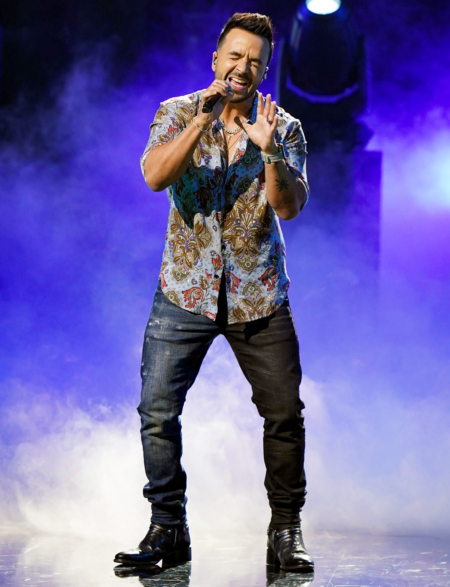 Luis Fonsi performs onstage during rehearsals for Univision's 33rd Edition of Premio Lo Nuestro a la Música Latina at AmericanAirlines Arena on February 16, 2021 in Miami, Florida