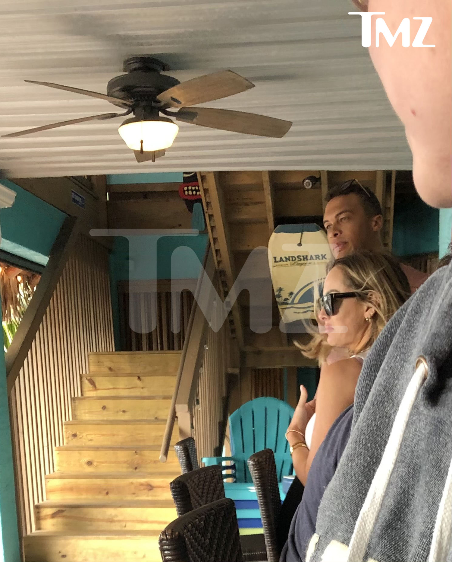 Clare Crawley and Dale Moss are hanging out again after their break-up ... hitting a bar in Florida less than a month after going their separate ways.
