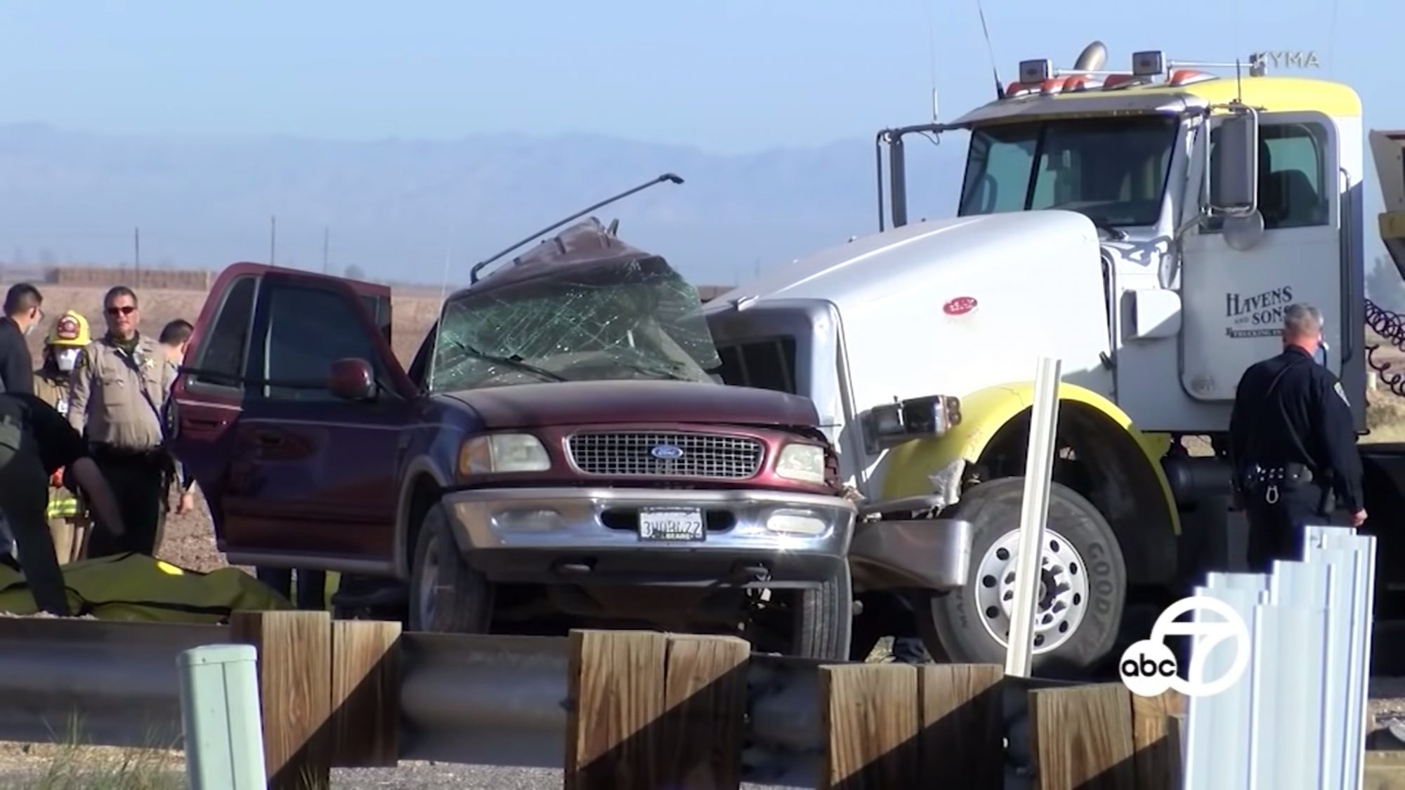 15 killed in Southern California crash involving big rig and SUV in Imperial County