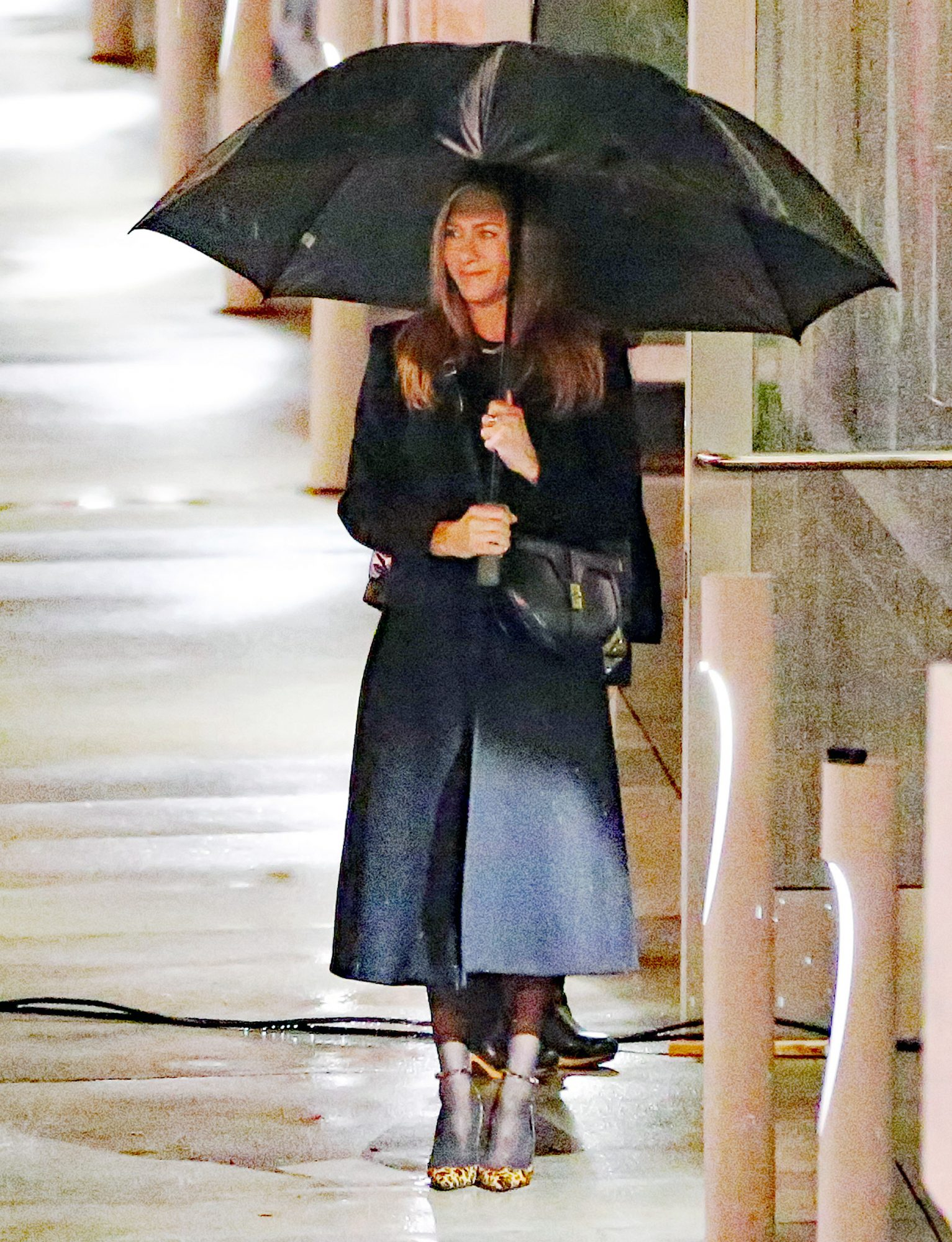 Jennifer Aniston shoots scenes for The Morning Show in the rain. 11 Mar 2021