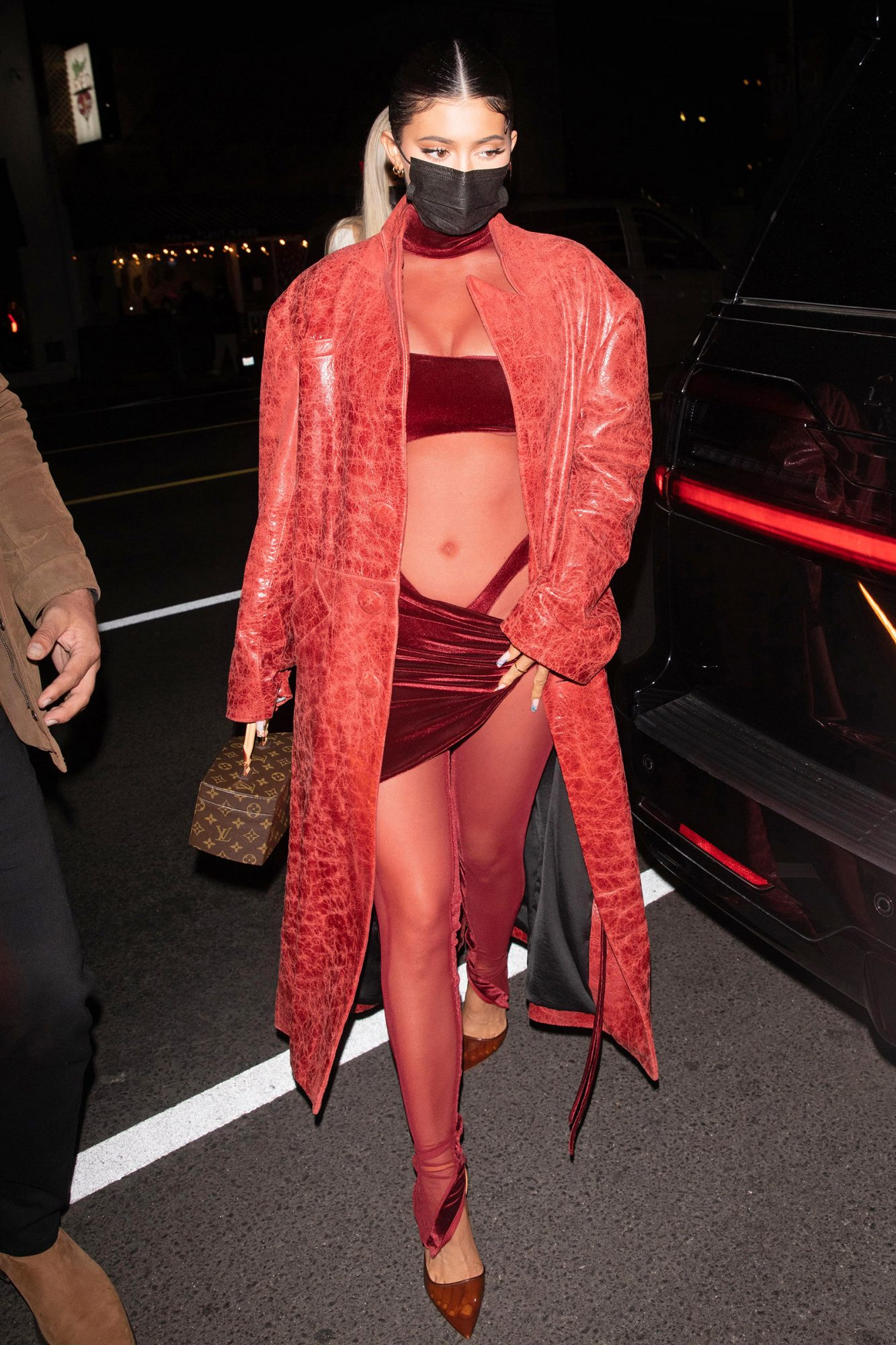 Kylie Jenner Makes A Stunning Arrival to Justin Bieber Party at The Nice Guy