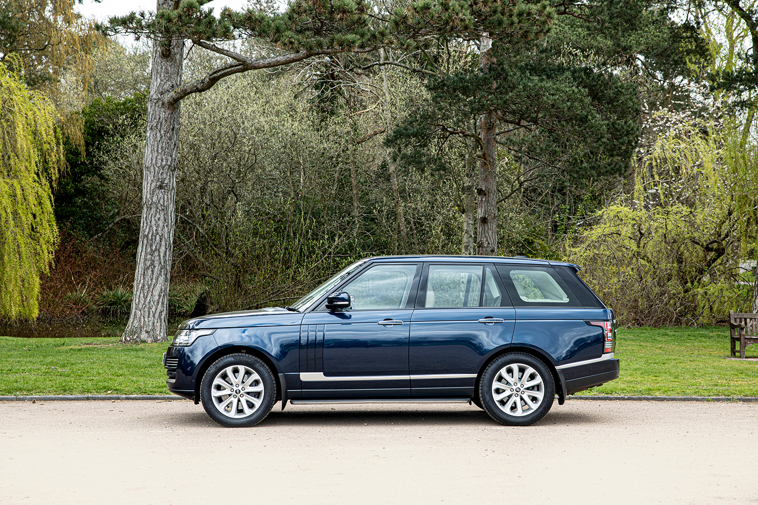 William and Kate Range Rover