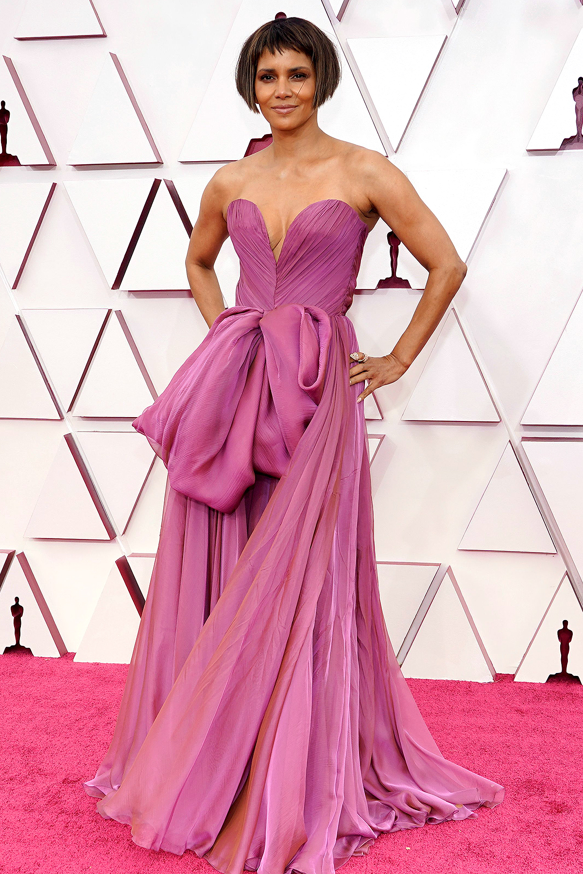 Halle Berry arrives at the Oscars