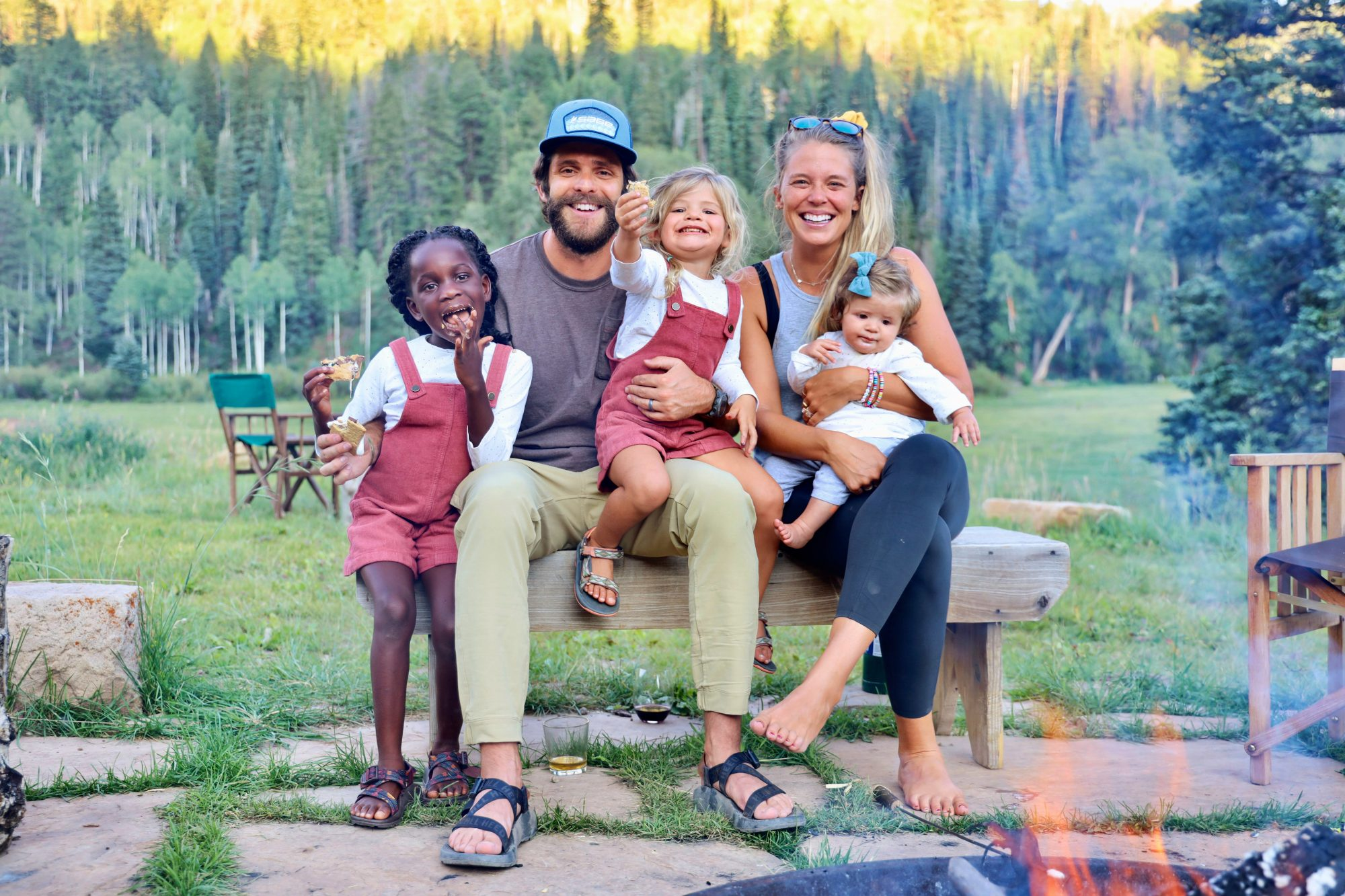 thomas rhett and lauren akins with their family
