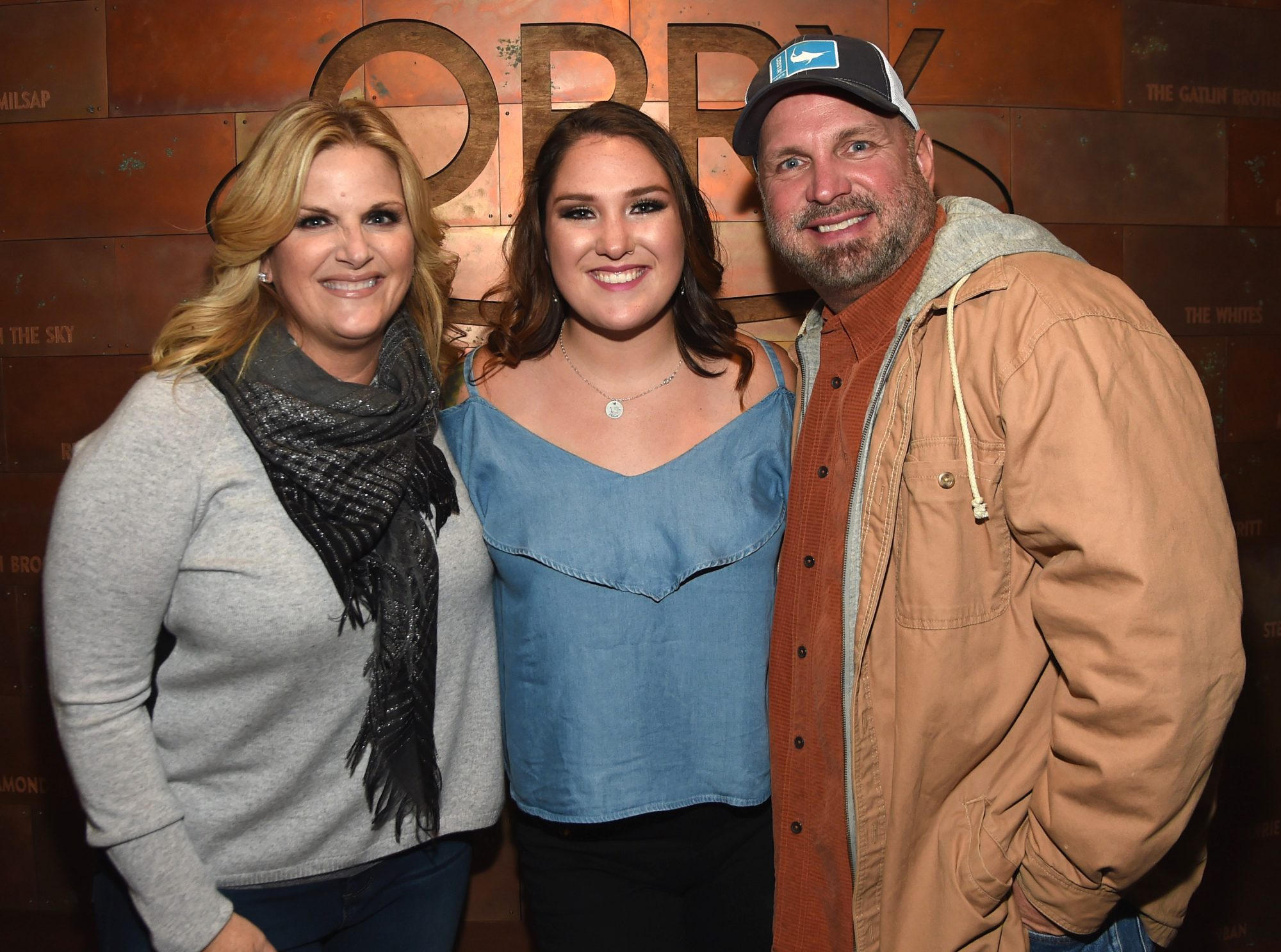 trisha yearwood and garth brooks with daughter allie colleen