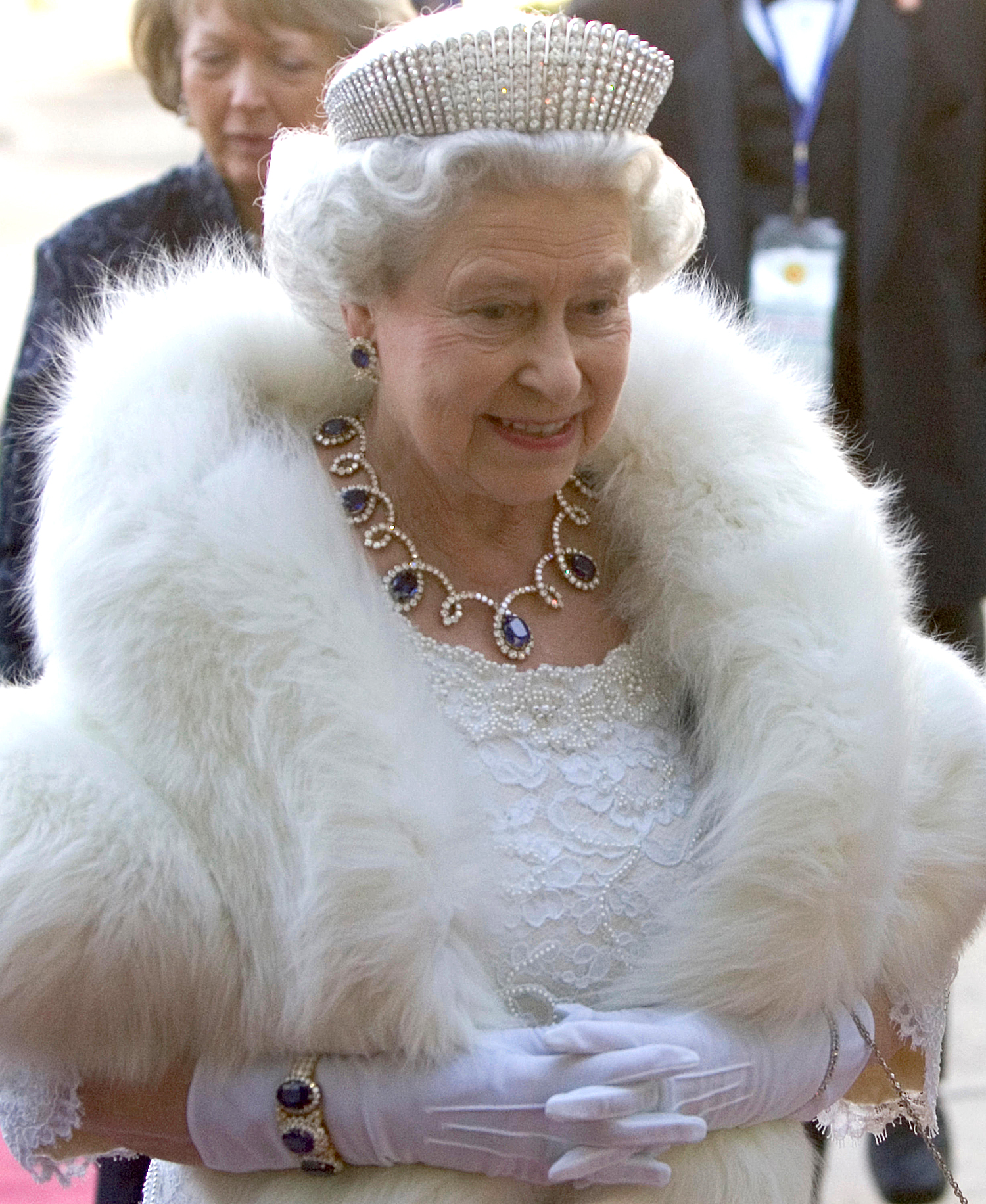 Queen Elizabeth arrives at the Government of Canada dinner in Edmonton