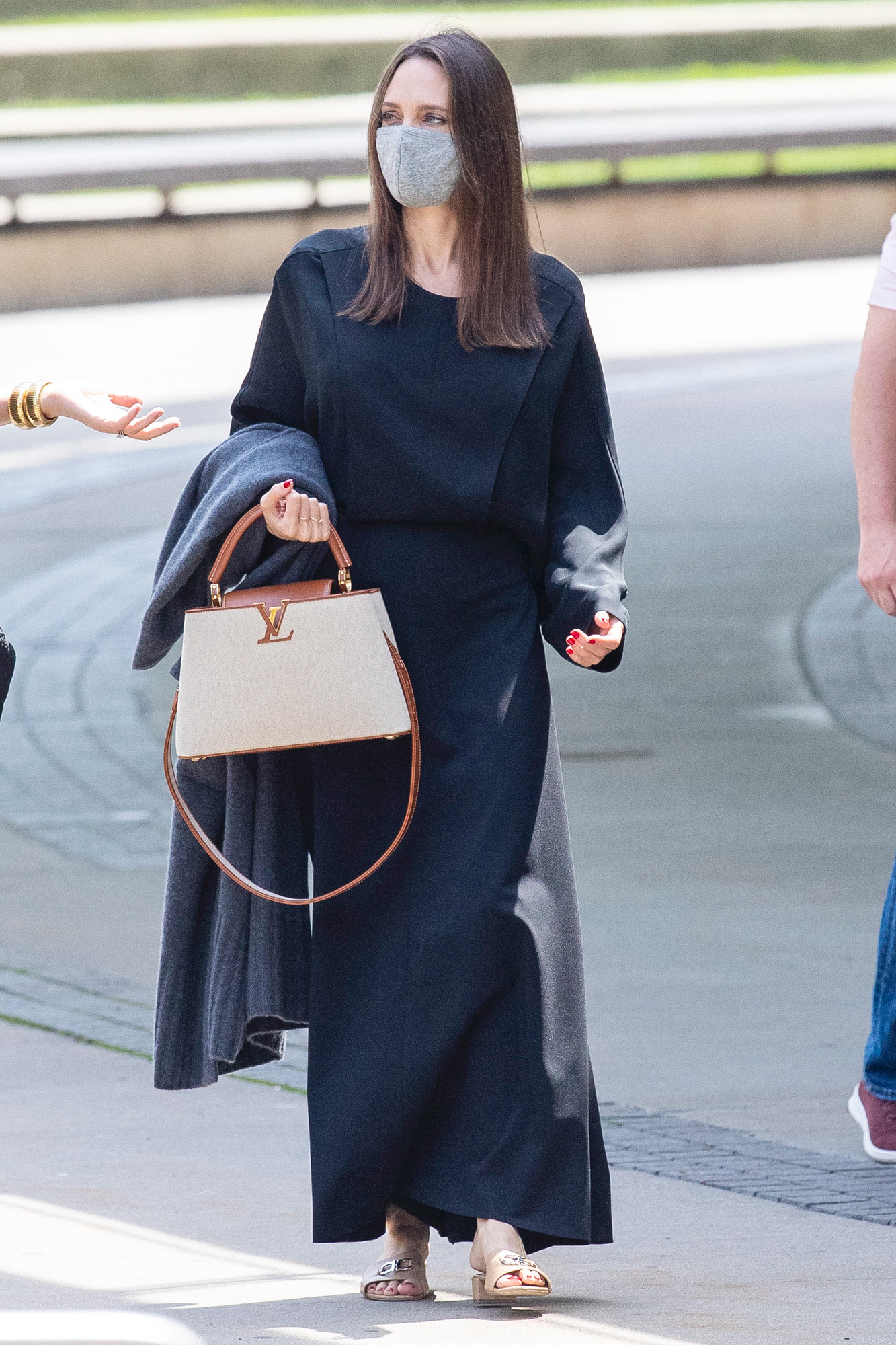 Angelina Jolie Looks Elegant In Long Black Dress As She Gets A Private Tour Of The Brooklyn Museum