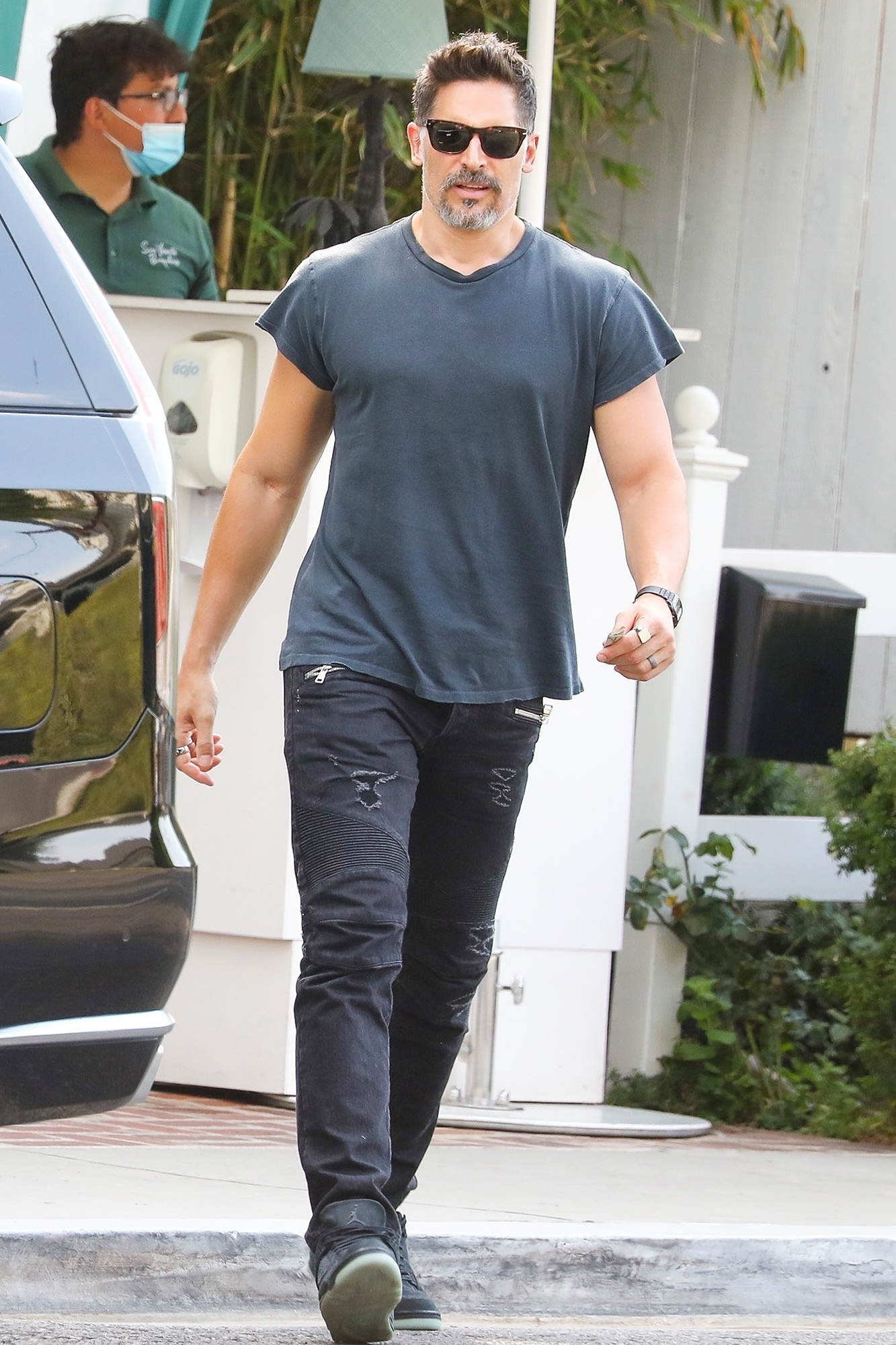 Joe Manganiello picks up his SUV with the valet at The Bungalow after attending a business meeting.
