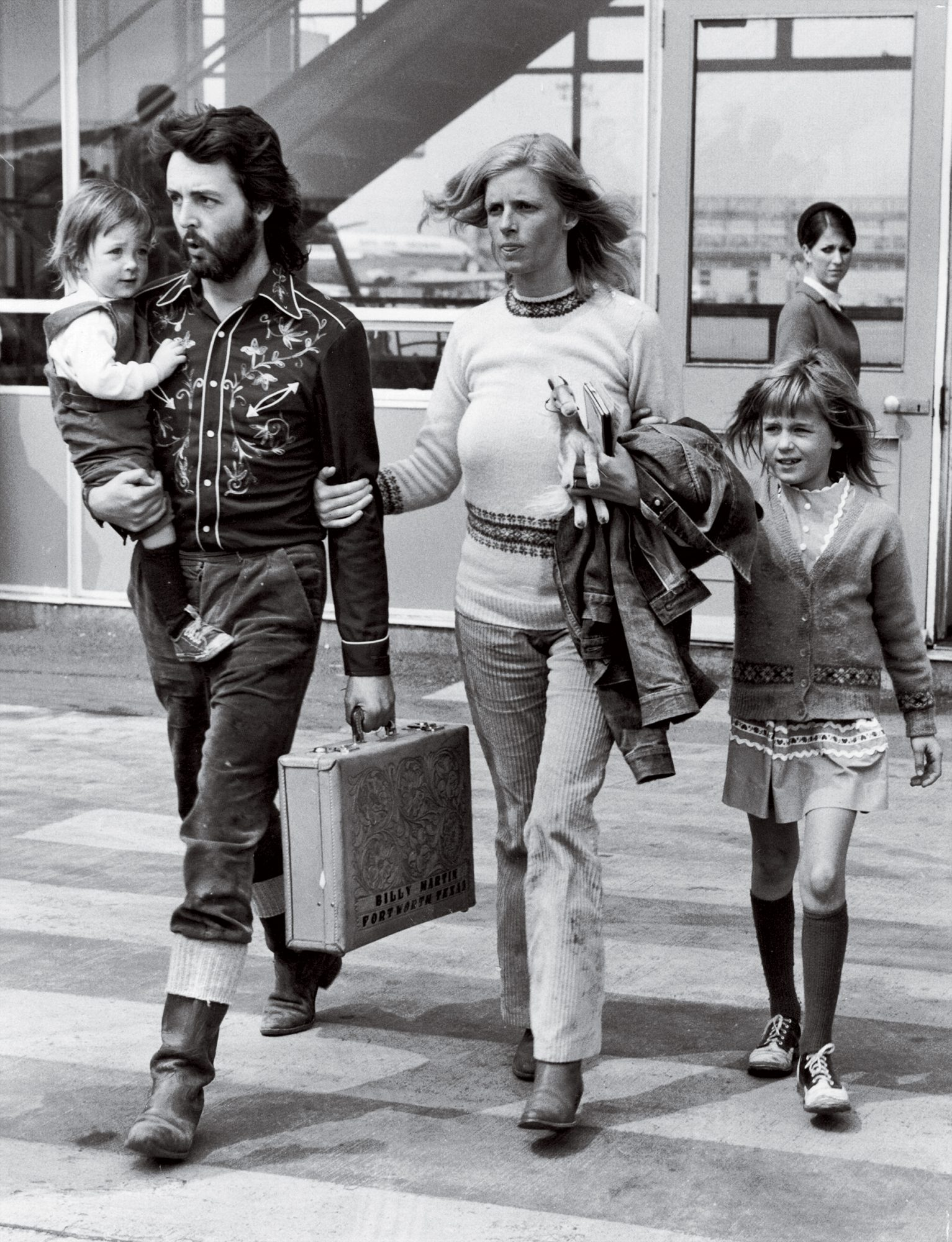 12th May 1971: Paul McCartney, singer, songwriter and bass player for the recently disbanded Beatles, with his wife Linda (1941 - 1998) and their two children, Mary (left) and Heather (right) at Gatwick Airport.