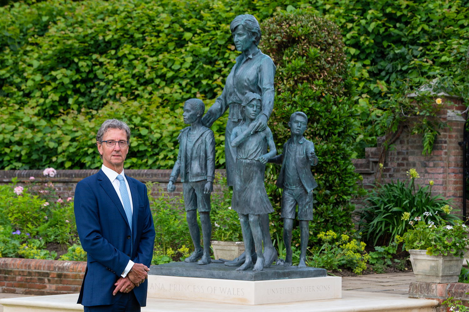 Sculptor Ian Rank-Broadley with his statue of Diana, Princess of Wales