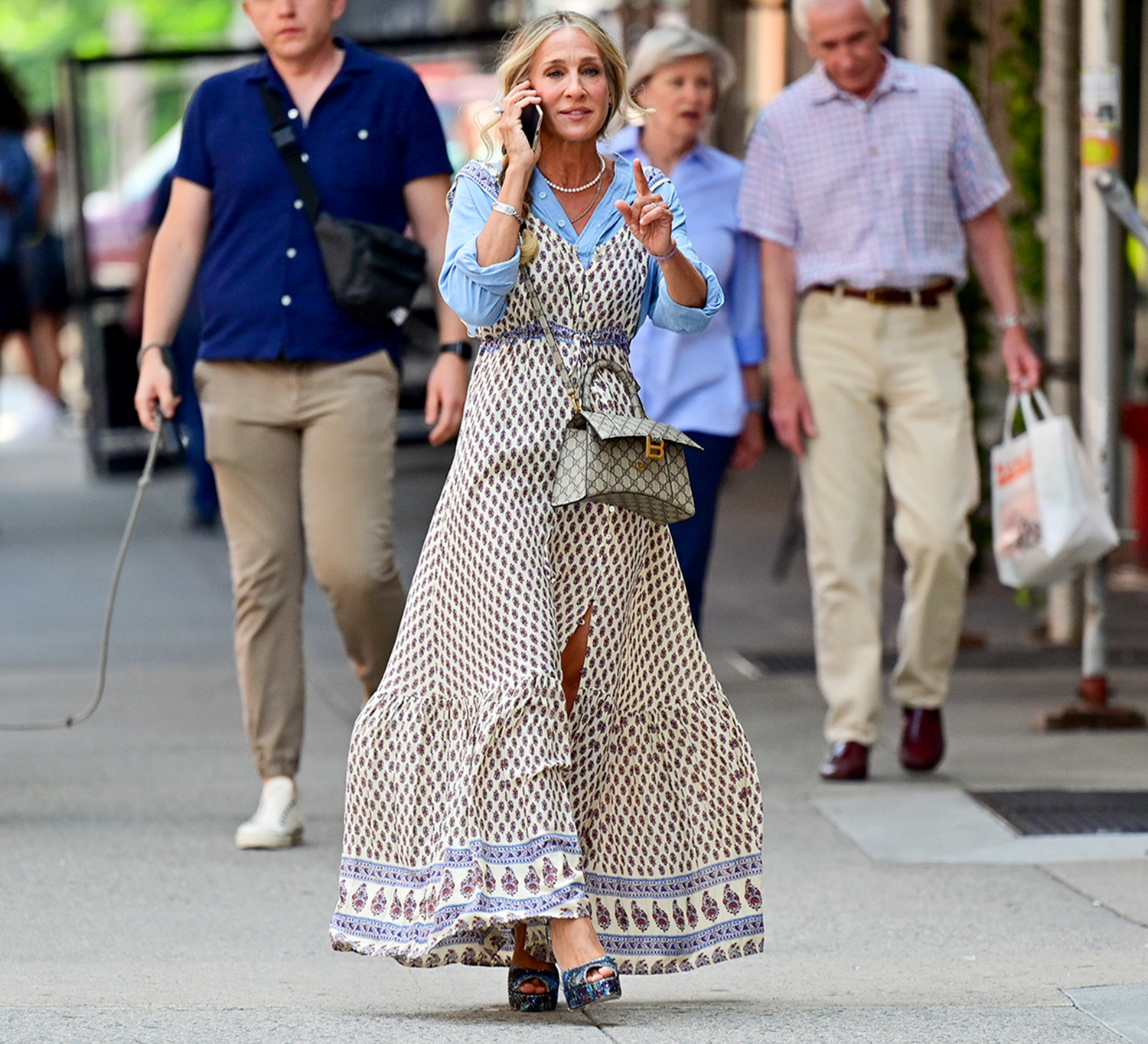"""Sarah Jessica Parker seen on the set of """"And Just Like That..."""" the follow up series to """"Sex and the City"""" on the Upper West Side on July 27, 2021 in New York City."""