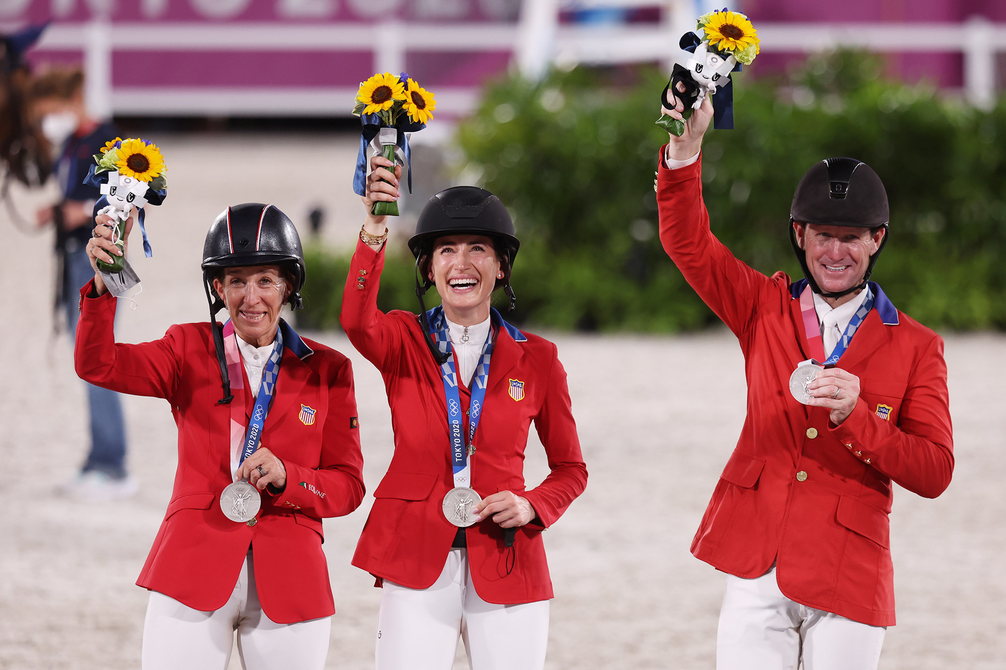 07 August 2021, Japan, Tokio: Equestrian Sport/Jumping: Olympics, team, finals at Equestrian Park. Team USA cheers about the silver medal at the award ceremony.