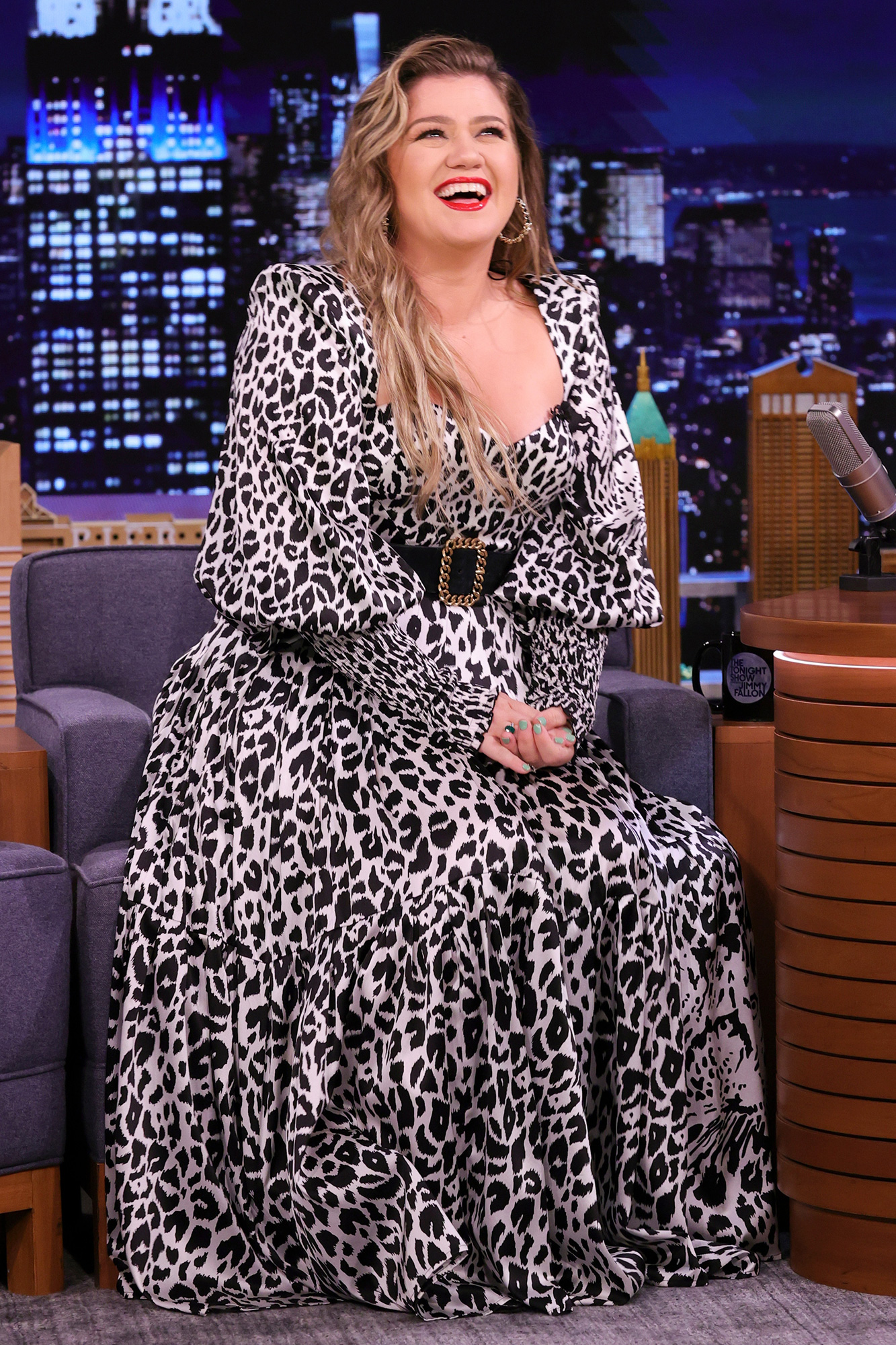 THE TONIGHT SHOW STARRING JIMMY FALLON -- Episode 1505 -- Pictured: Singer Kelly Clarkson during an interview on Monday, August 23, 2021