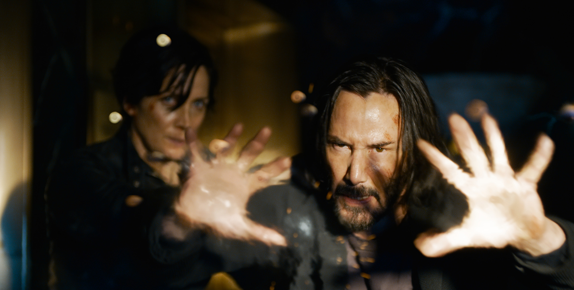 """CARRIE-ANNE MOSS as Trinity and KEANU REEVES as Neo/Thomas Anderson in Warner Bros. Pictures, Village Roadshow Pictures and Venus Castina Productions' """"THE MATRIX RESURRECTIONS,"""" a Warner Bros."""