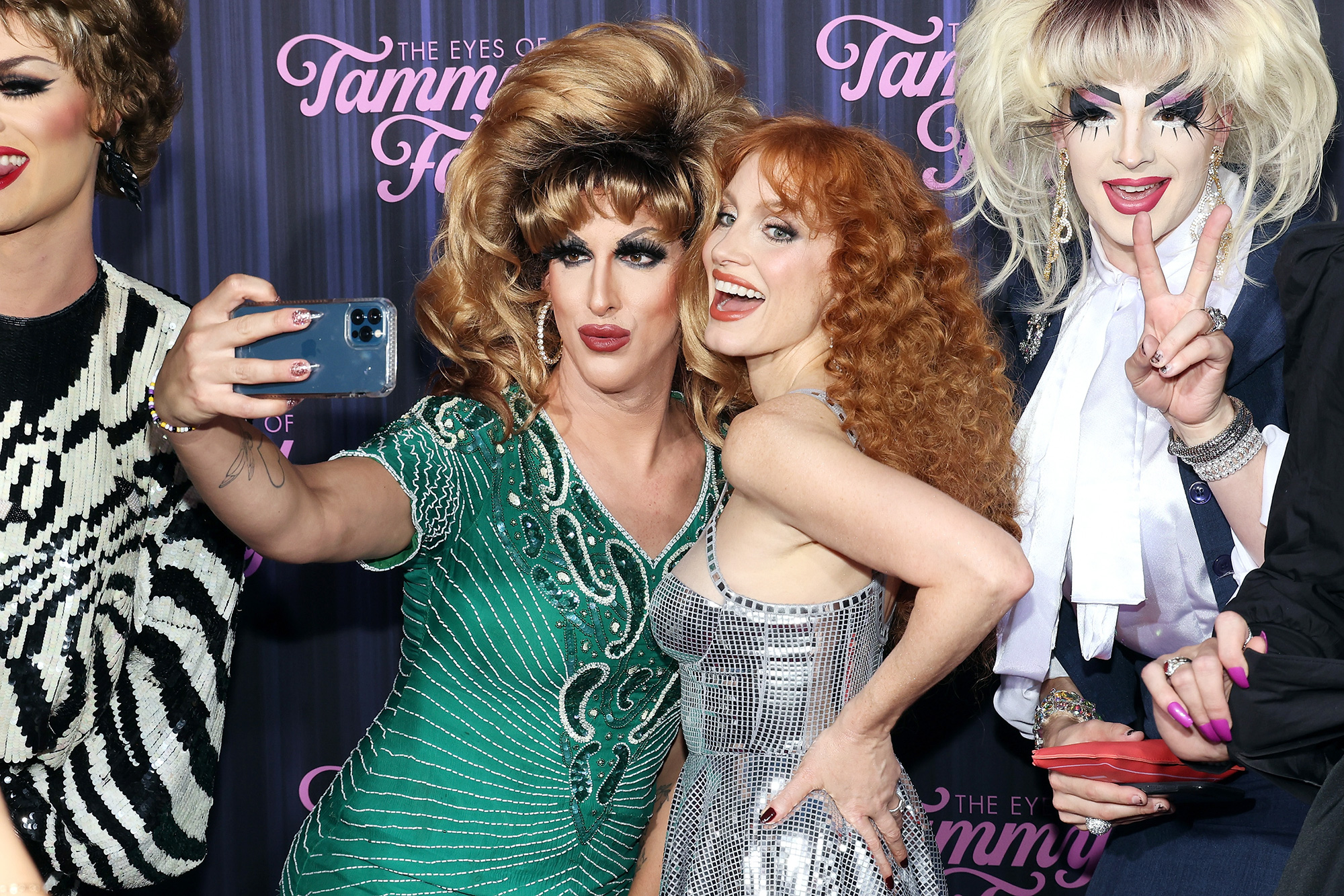 """Jessica Chastain poses for photos with drag queens at the New York premiere for """"The Eyes of Tammy Faye"""" at SVA Theater on September 14, 2021 in New York City"""