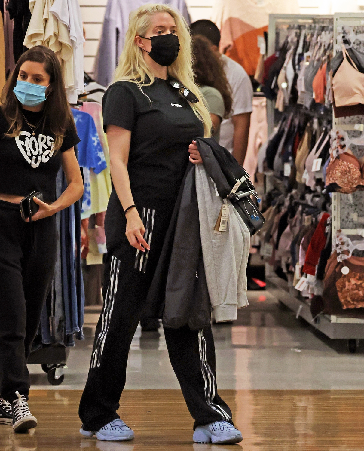 *PREMIUM-EXCLUSIVE* Pasadena, CA - *EXCLUSIVE* -***WEB EMBARGO UNTIL 9/16/21 AT 4:30pm PDT*** The Real Housewife picked out clothes from TJ Max in Pasadena with help from her assistant. The pair then headed to PetCo where Erika bought a dog ladder to help her large pup in and out of her SUV. Erika seemed tense as her shopping trip was interrupted by multiple phone calls. *Shot on September 14, 2021*