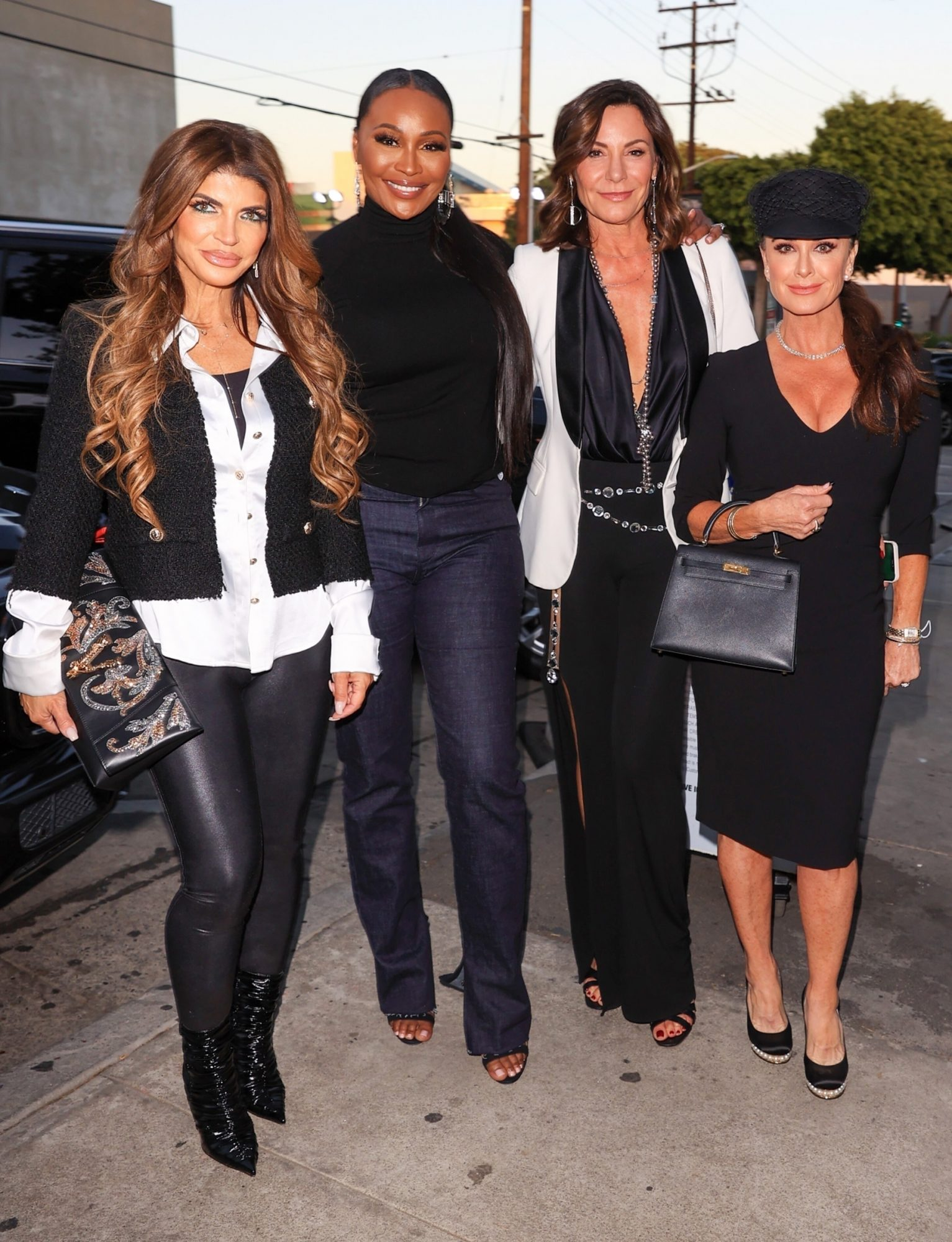 West Hollywood, CA - *EXCLUSIVE* - This is the crossover we've all been waiting for! The Housewives of Atlanta, Beverly Hills, New Jeresey, and New York meet up in West Hollywood for dinner at Craigs. Pictured: Cynthia Bailey, Kyle Richards, LuAnn de Lesseps ,Teresa Giudice, Lisa Rinna