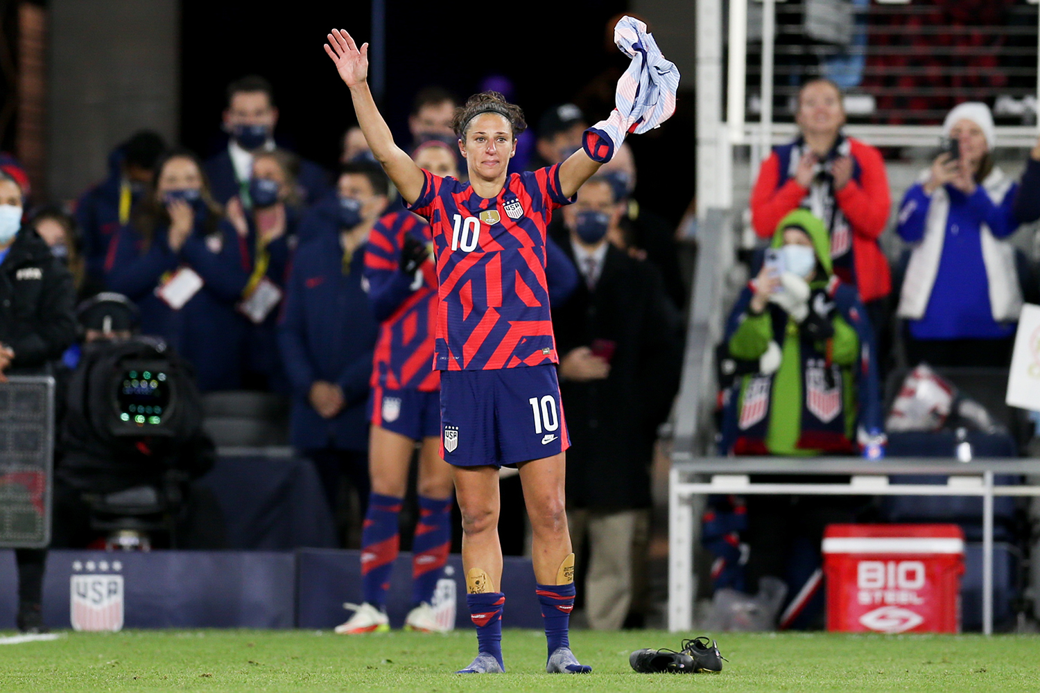 SAINT PAUL, MN - OCTOBER 26: United States forward Carli Lloyd (10) acknowledges the fans as she takes a lap after her final game, a friendly soccer match between Korea Republic and the United States on Oct 26, 2021 at Allianz Field in Saint Paul, MN.