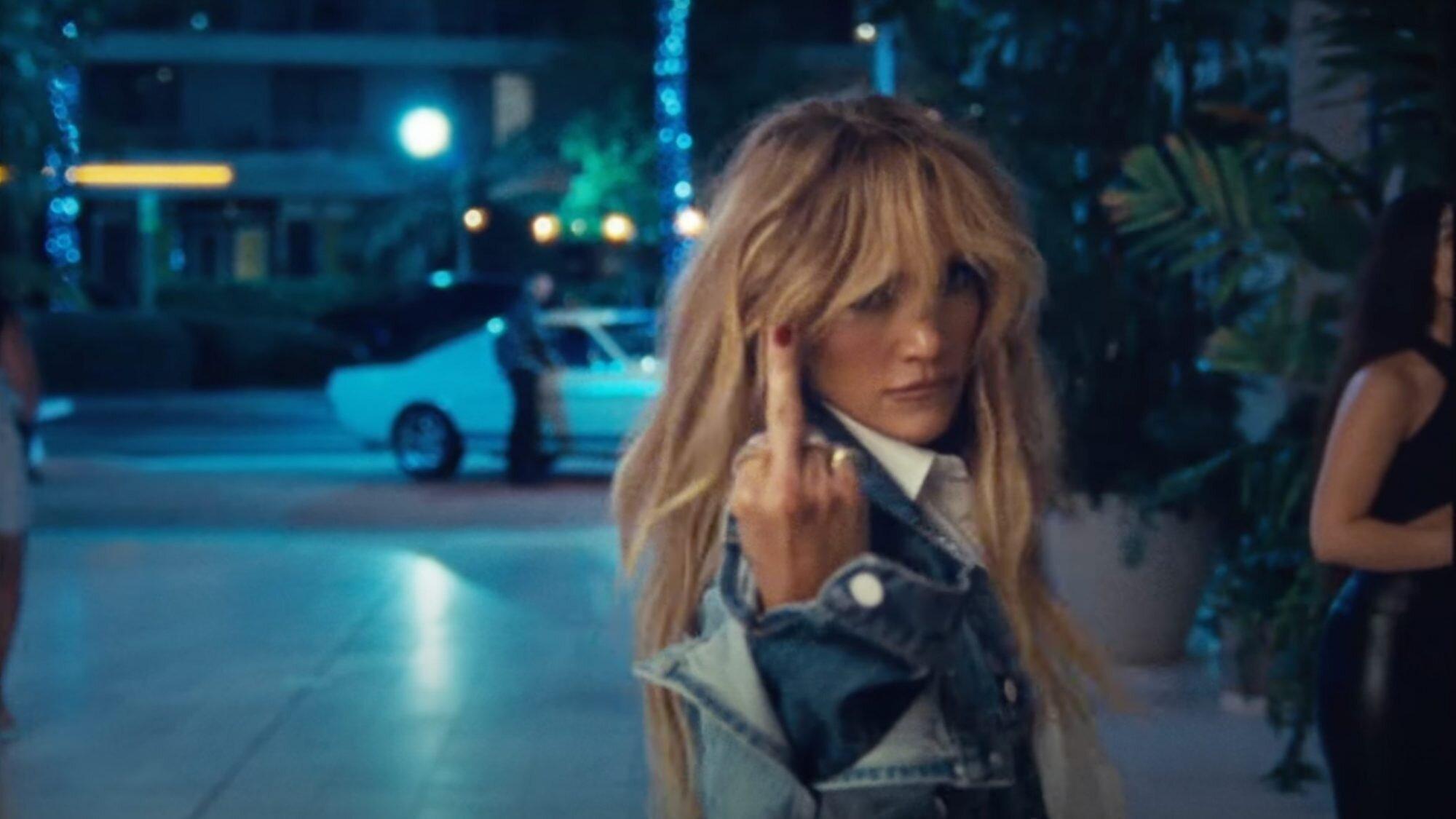 "Jennifer Lopez ""Cambia el Paso"""
