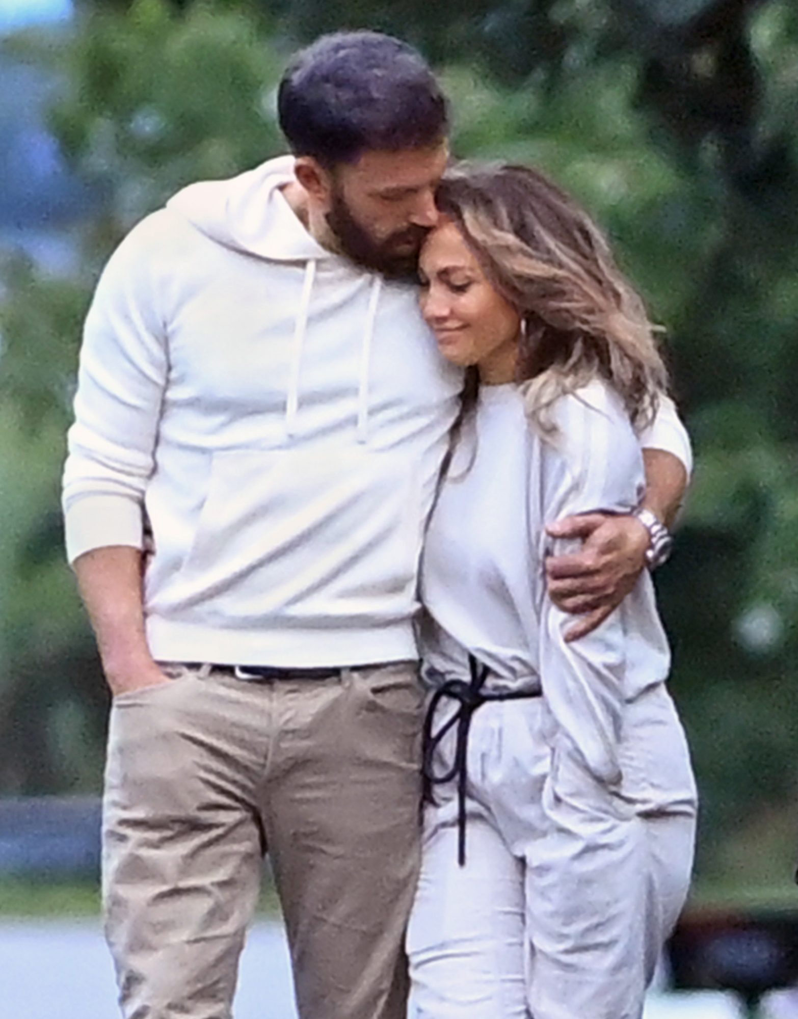 Jennifer Lopez and Ben Affleck showing their love while walking at the Hamptons Beach New York a day before of the 4TH Of July