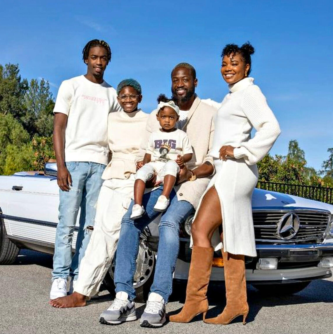 gabrielle union and dwyane wade with their family