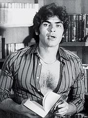 """""""Yo ya no estoy para galanes. Ahora en lugar de ir al gimnasio, me leo dos libros"""", afirma el actor."""