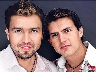 """""""Son grandes músicos, gente sencilla"""", opina Emilio Estefan sobre Poncho (izq.) y Joel."""