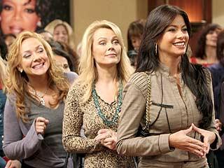 Nicole Sullivan (izq.), Gail O'Grady y Sofía Vergara en Hot Properties.