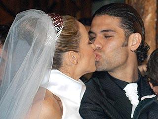 Adriana Lavat y Rafael Márquez en su boda celebrada el 2003 en México.